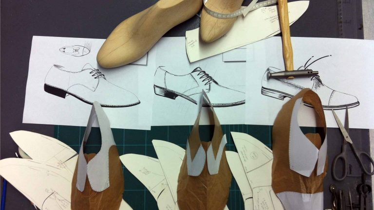 A variety of shoe models at Arsutoria School